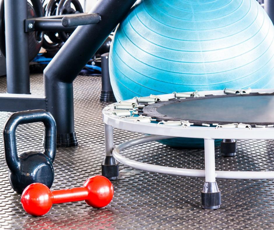 moderna academia de associação com a palavra de um centro de fitness